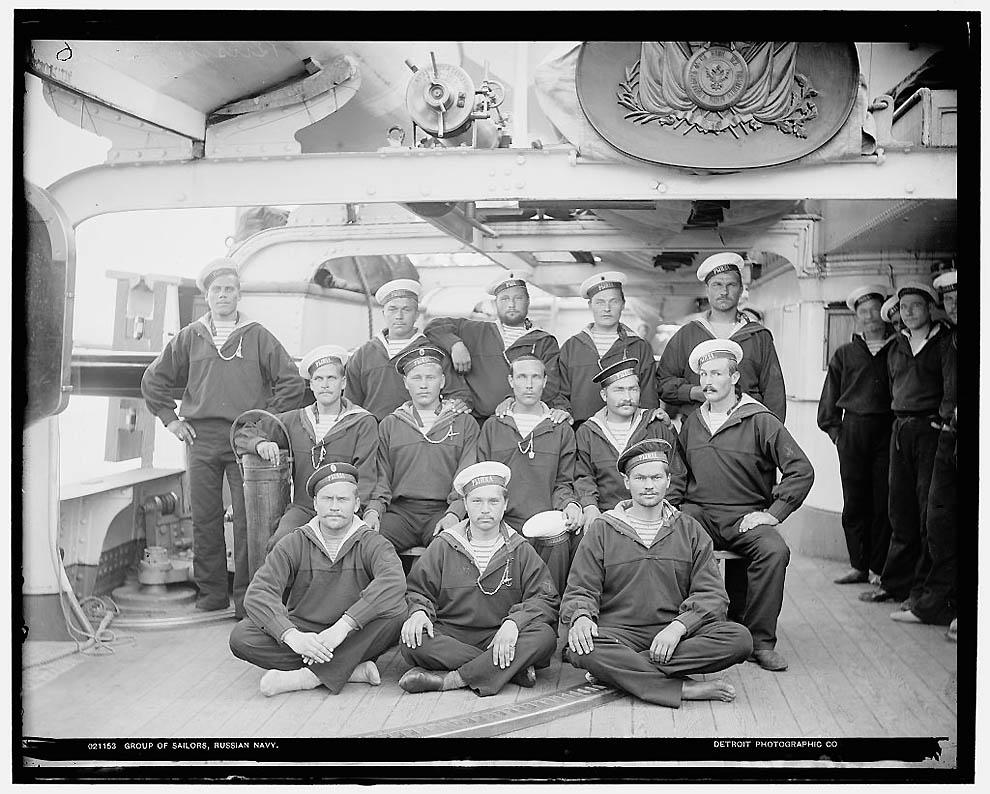 20. Группа моряков.