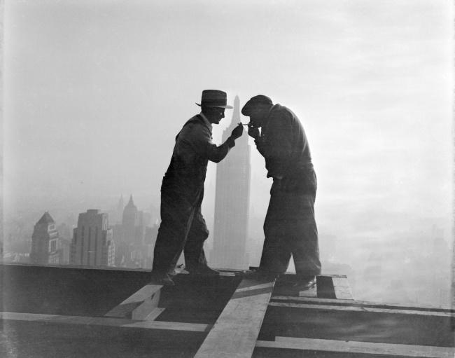 Перекур на стройке небоскреба Джи-И-Билдинг, Нью-Йорк, 1932 год.