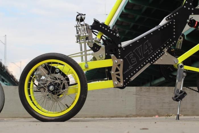 Интересная конструкция. Велосипед EV4 e-trike рассчитан на одного человека и имеет штатную корзину д