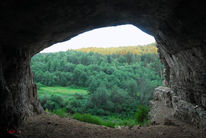 ВЧелябинской области ищут потерявшегося впещере ребенка