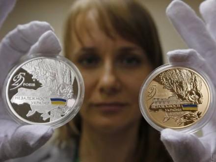 Памятные монеты к25-й годовщине независимости Украинского государства продадут нааукционе