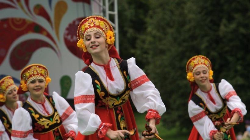 Наюге столицы прошел фестиваль славянского искусства «Русское поле»