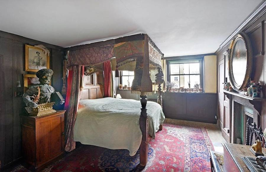 Mysterious 265-Year-Old Mansion in London