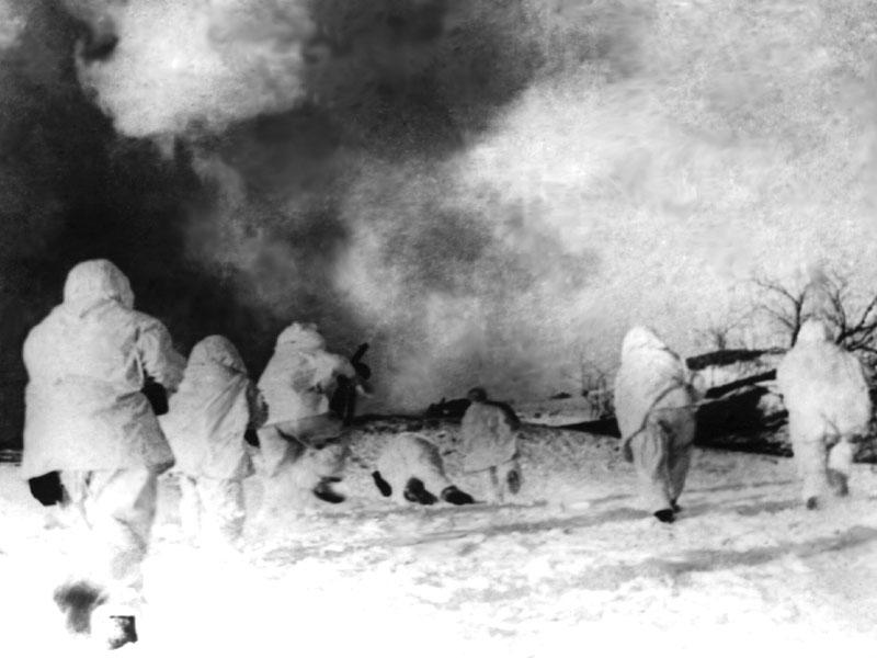 17 - Атакуют бойцы 5-й армии. Подмосковье, декабрь 1941 г.jpg