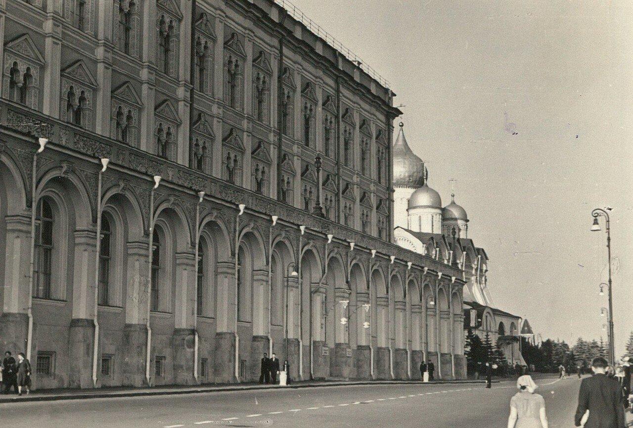 Кремль. Большой Кремлевский дворец и Архангельский собор