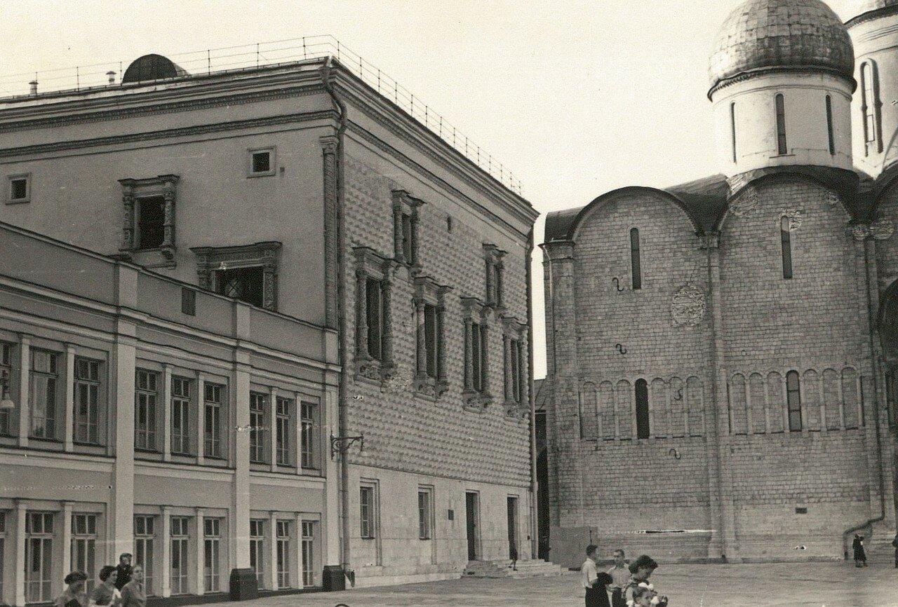 Кремль, Соборная площадь. Грановитая палата  и Успенский собор