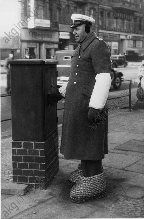 Berliner Polizist, um 1948 - -