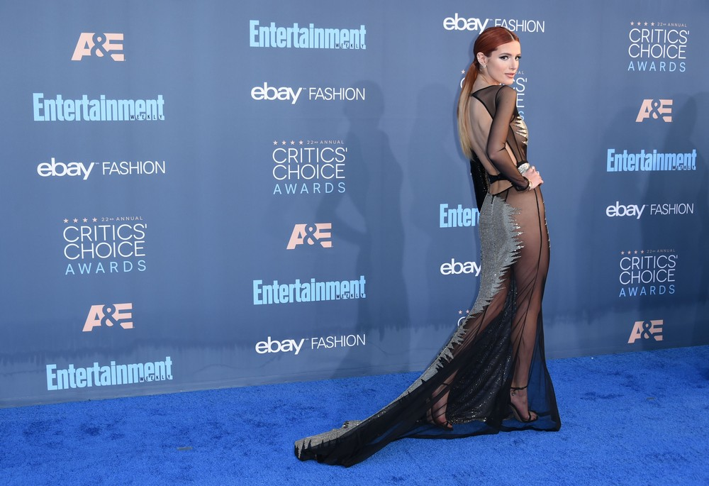 Белла Торн в просвечивающемся платье