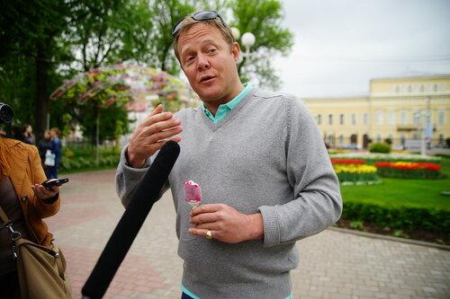 Известный телеведущий Джон Уоррен рассказал, где в Тверской области самые вкусные огурцы, и пожаловался на дороги / фото