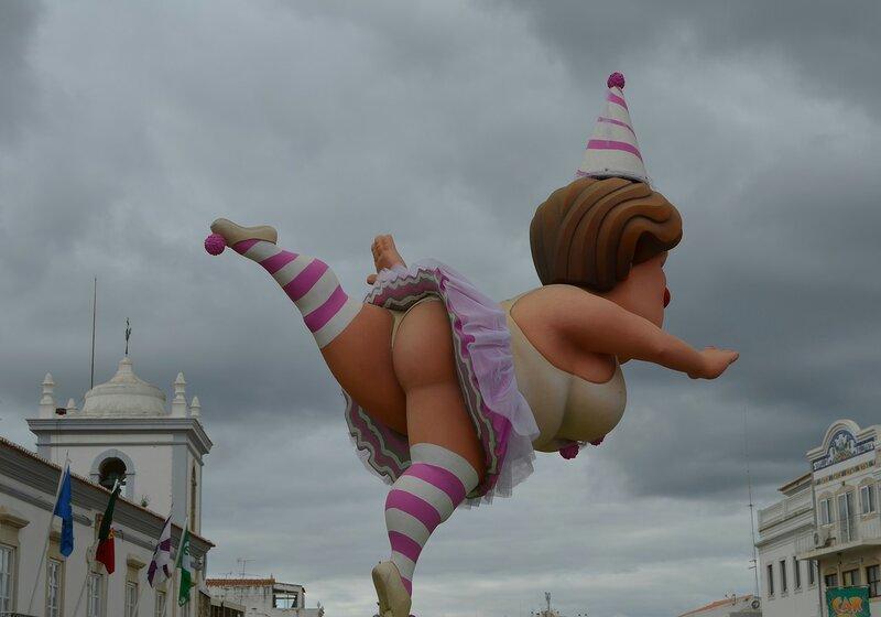 Лоле встречает карнавалом