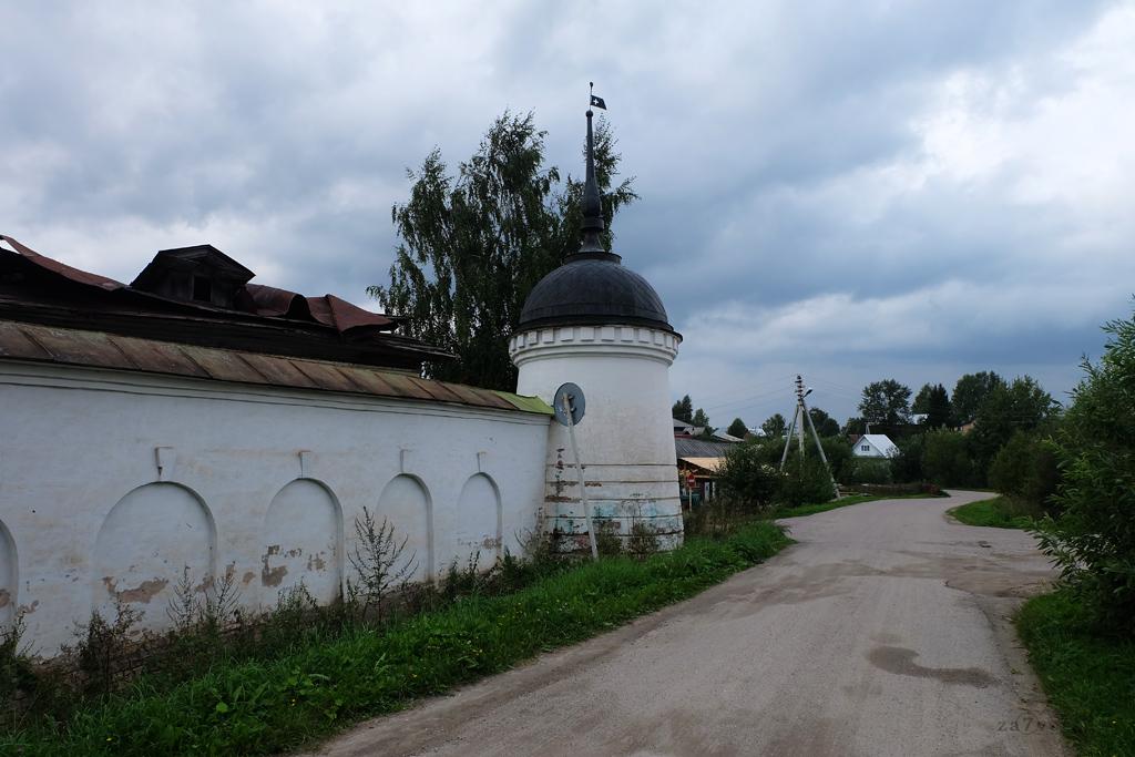 Горицкий Воскресенский монастырь в Вологодской области, стены с башней