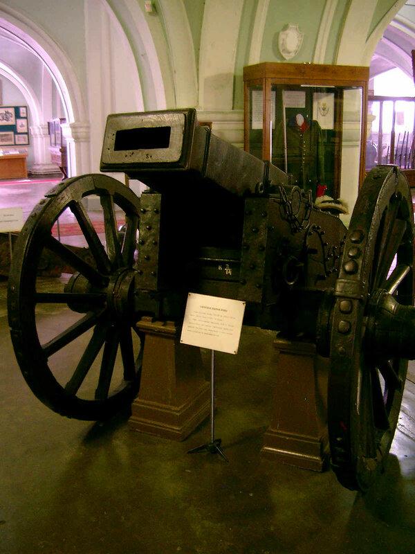 3-фунт. опытная чугунная пушка с прямоугольным каналом ствола, отлитая в Олонце в 1722 г..JPG