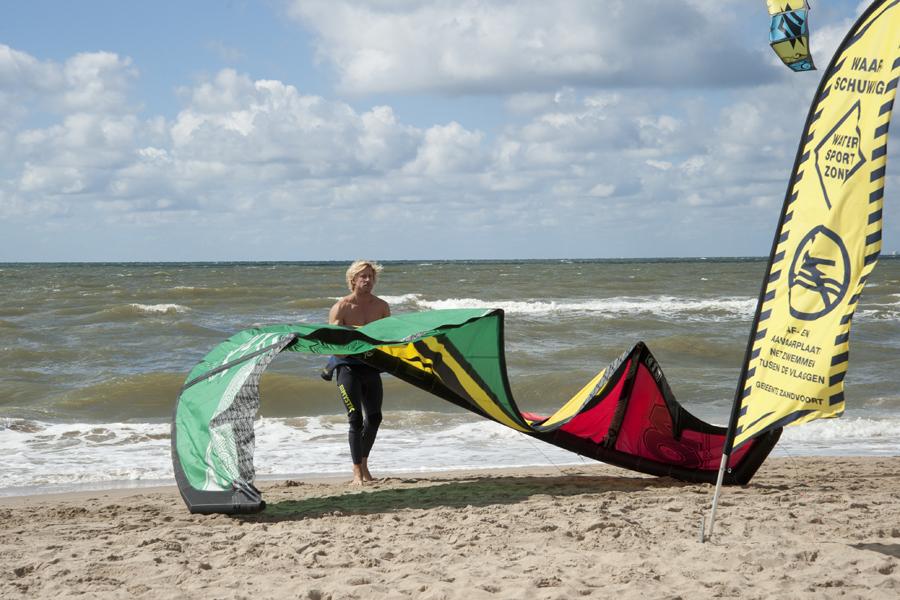 Голые девочки гуляют по пляжу смотреть бесплатно фото 751-204