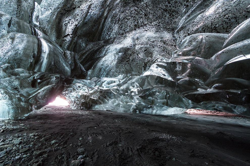 5. Особый тип ледниковых пещер — пещеры, образуемые в ледниках в месте выхода расположенных под