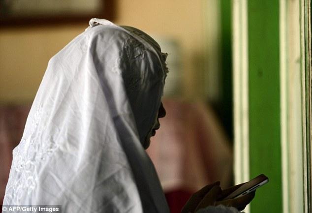 Школа Аль-Фатах располагалась в перестроенном доме, главную комнату которого превратили в молитвенны