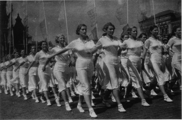 Советские физкультурники и спортсмены в ретро фотографиях