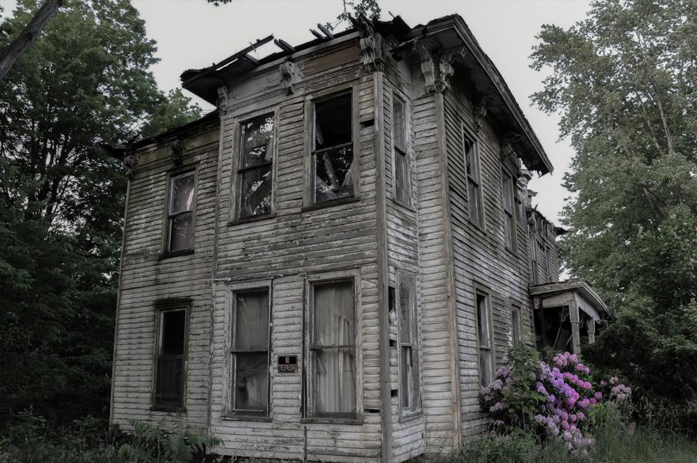 12. В этом доме в Буффало жил местный шериф, который покончил жизнь самоубийством. Дом опустел, но ж