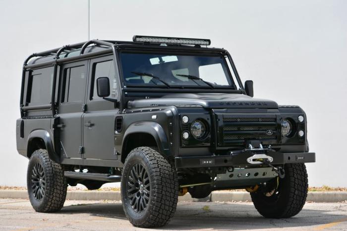 Новый-старый внедорожник. Американские энтузиасты продолжают улучшать Land Rover Defender, несмотря