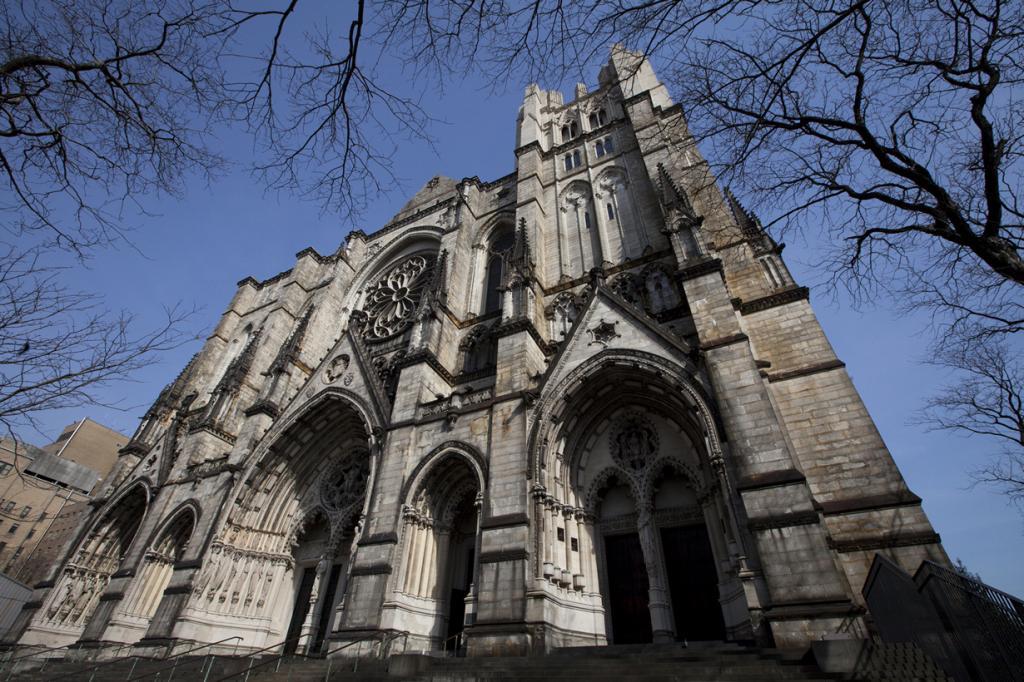 США. Нью-Йорк. Собор Иоанна Богослова. Строительство здания началось 27 декабря 1892 года. Однак