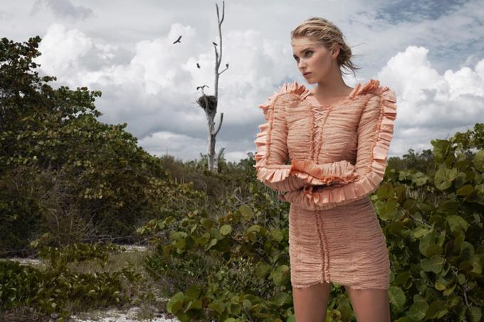 Эльза Хоск на обложке Harper's Bazaar Greece