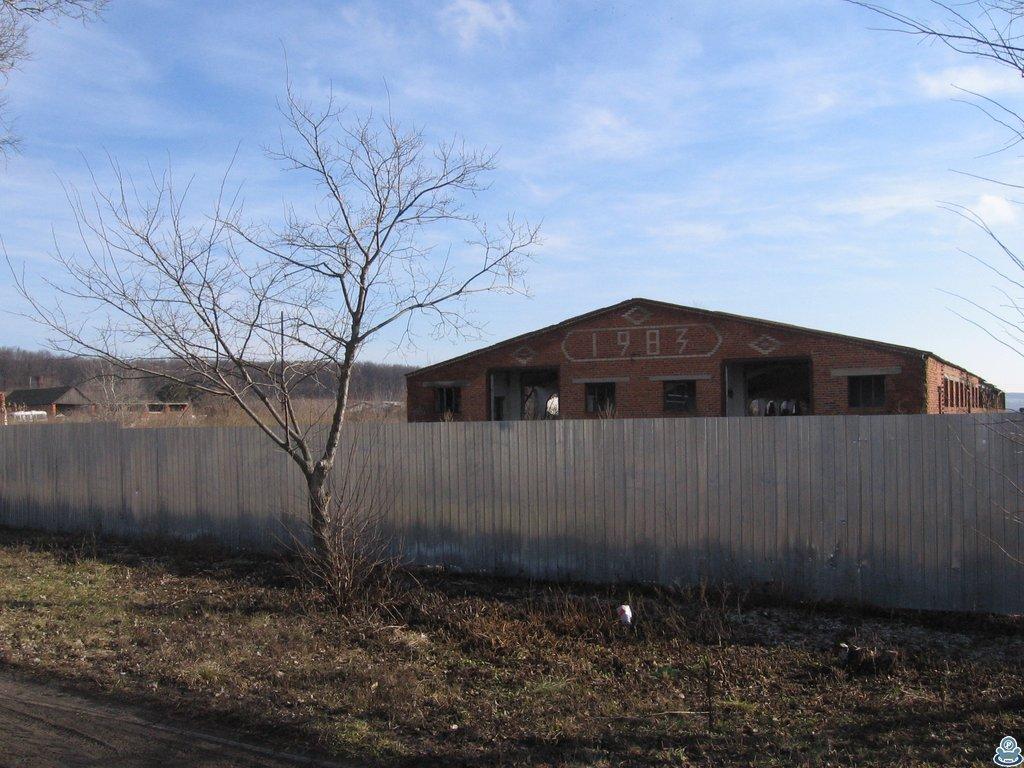 Забор вокруг бывшей фермы