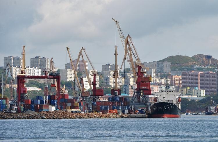 Владивостокский порт готов пересмотреть решение осокращении докеров