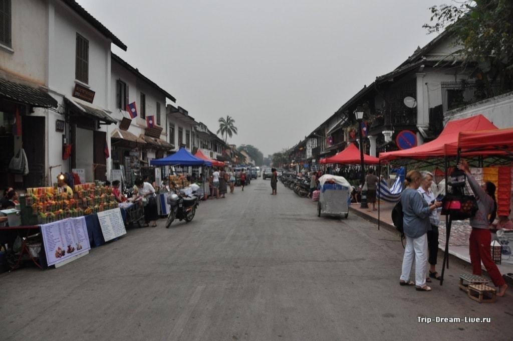 Центральная улица - всё для туристов