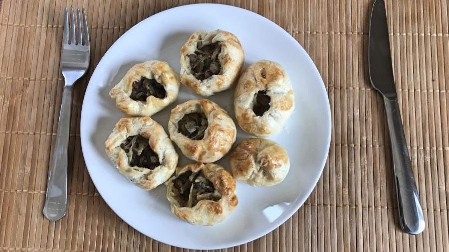 Слоёные пирожки с картофелем и салом
