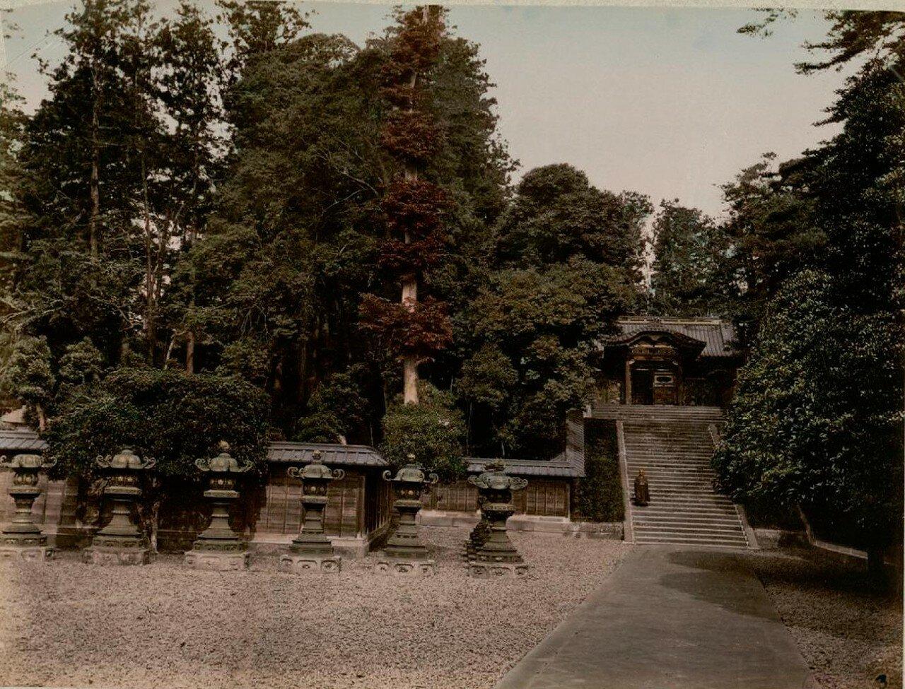 Токио. Парк Сиба. Двор фонарей