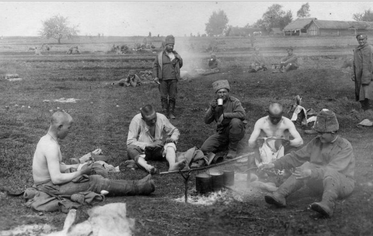 1915. Обед на привале