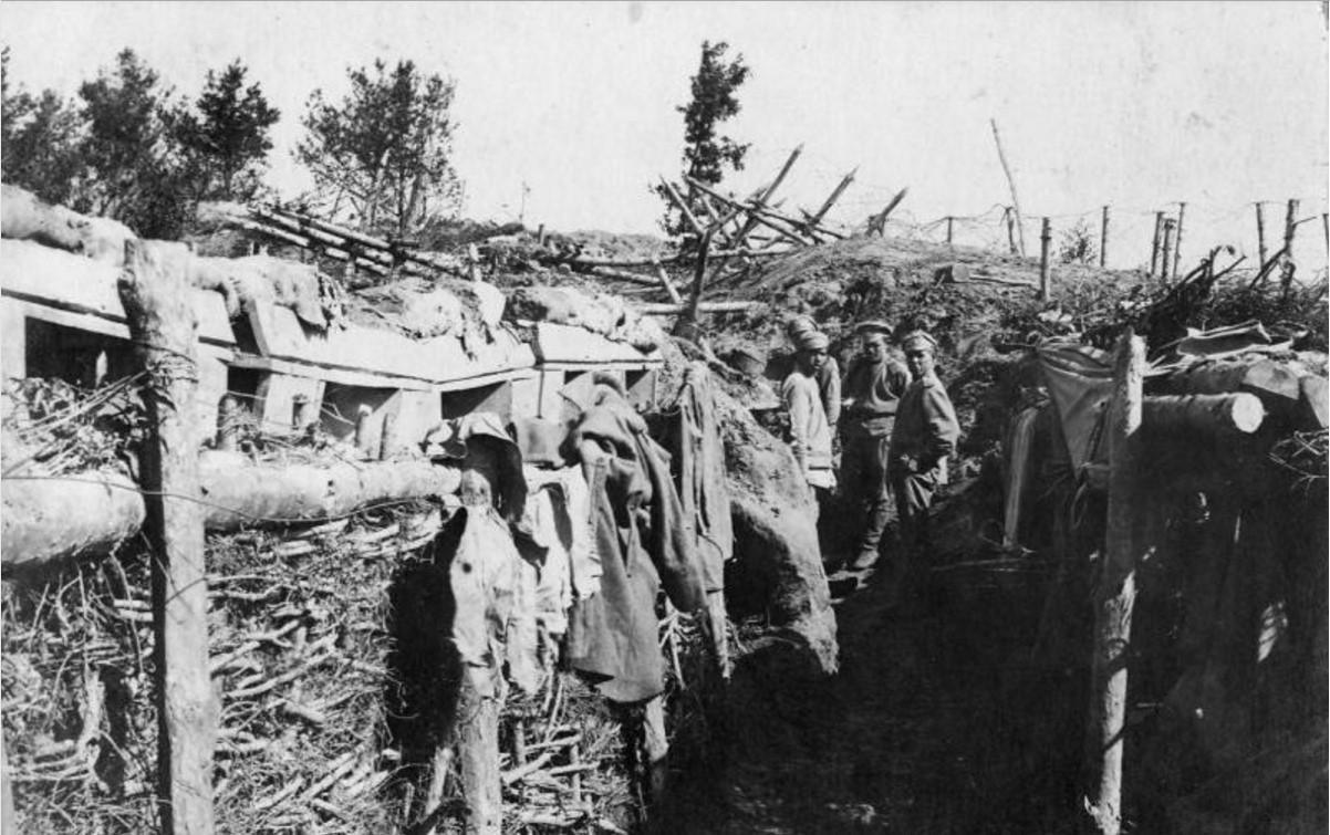 1915. Окоп на передовой