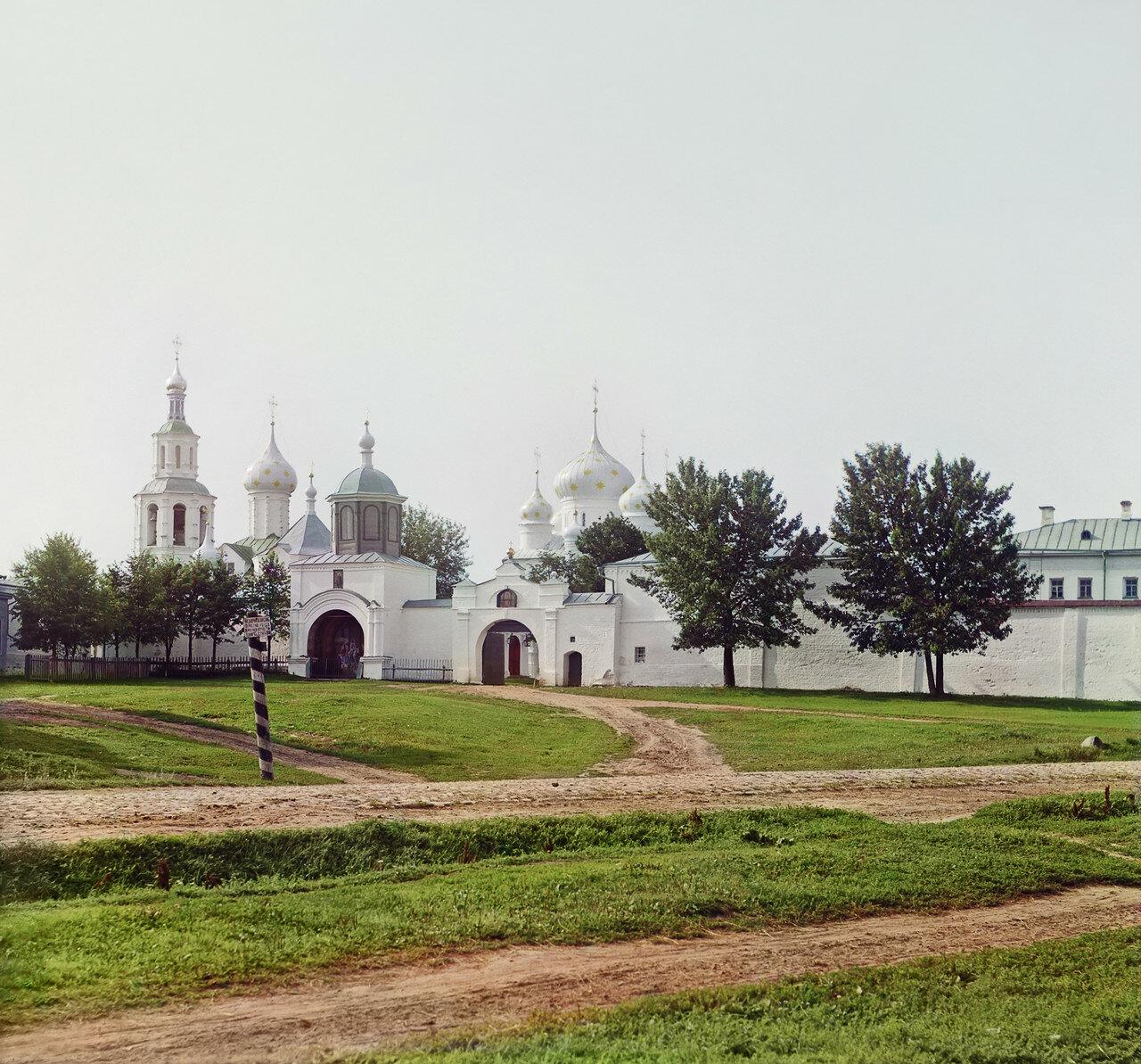 Вход в монастырь Федора Стратилата