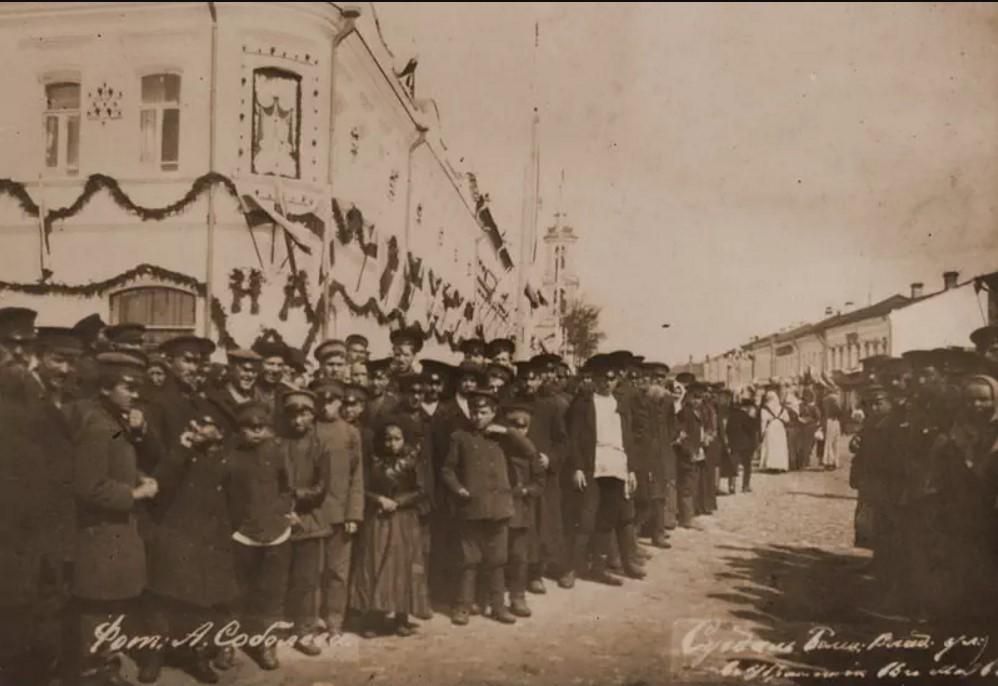 Большая Владимирская улица в убранстве к 16 мая 1913