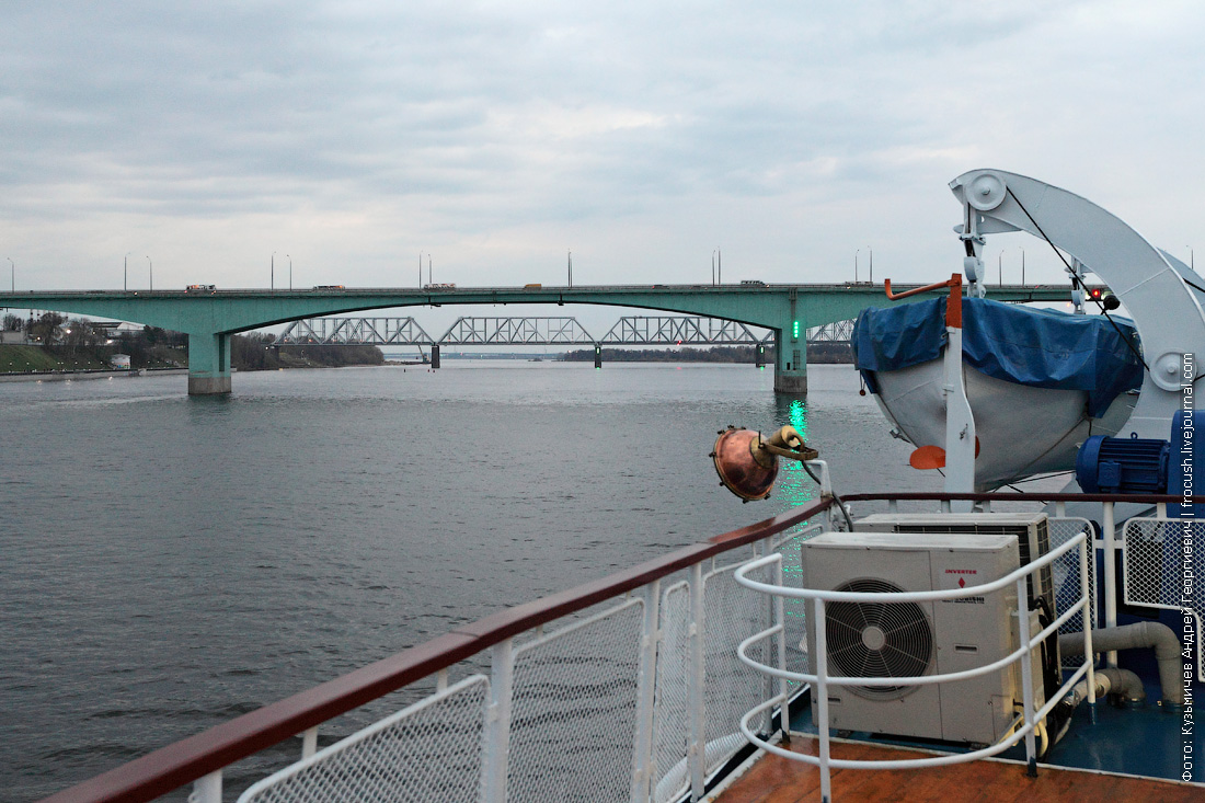 Октябрьский автомобильный мост через реку Волгу