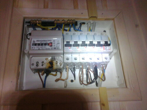 Срочный вызов электрика аварийной службы в яхт-клуб из-за отключения электроснабжения эллинга в результате перегорания электросчётчика