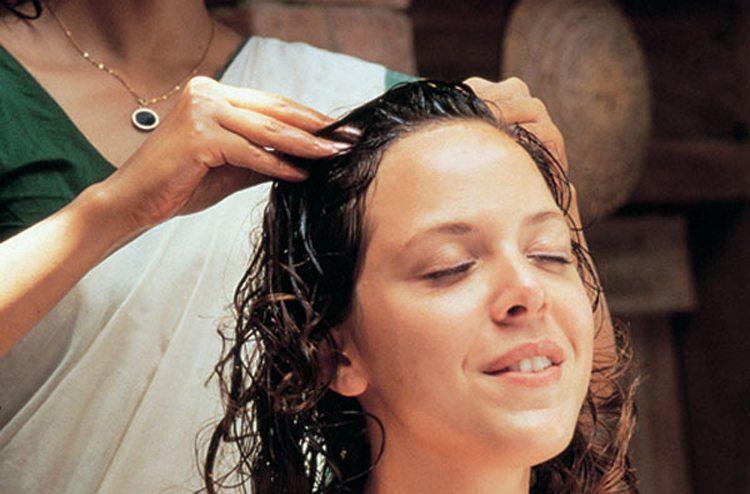 Снять головную боль, улучшить рост волос и предотвратить их выпадения можно в домашних условиях, исп