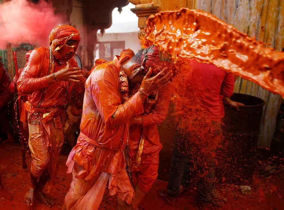 21. Фестиваль красок Холи 2017. (Фото Dibyangshu Sarkar):