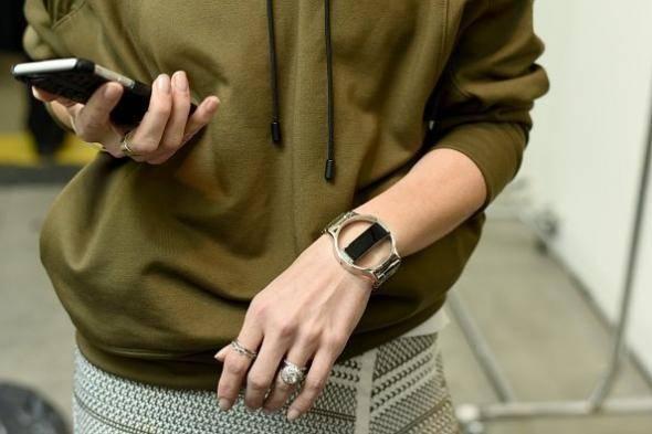 Устройства наподобие Fitbit или Apple Watch уже могут отслеживать ваш сон и физическую активность. С