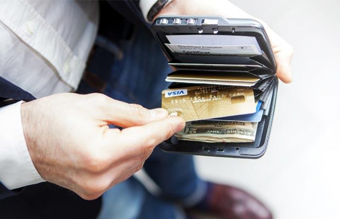 Настоящий карманный сейф. Кошелек – вещь, безусловно, полезная и удобная, однако вместе с тем еще и