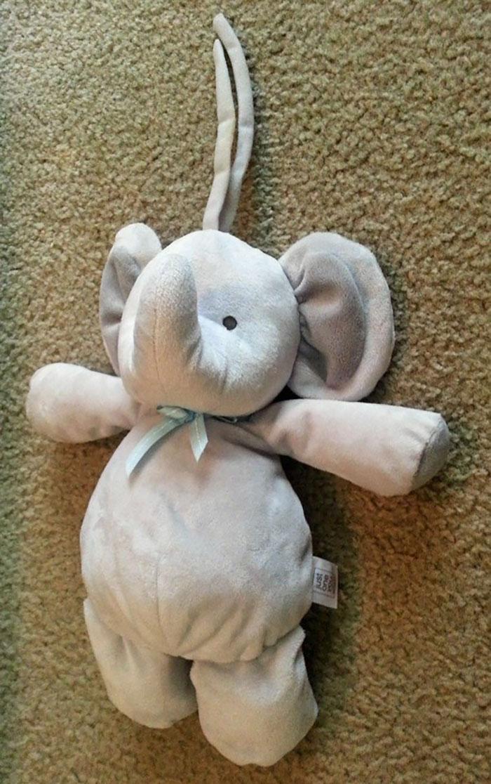 Потерянный плюшевый слоник путешествует по миру (30 фото)