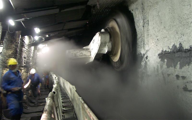 Эта шахта была введена в эксплуатацию всего два десятка лет назад. Оборудование, использующееся здес
