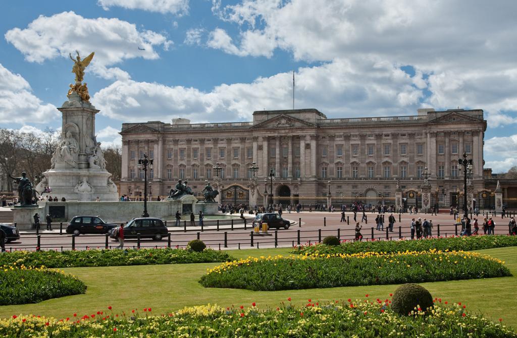 Великобритания. Лондон. Букингемский дворец является официальной резиденцией Елизаветы II. (Dili