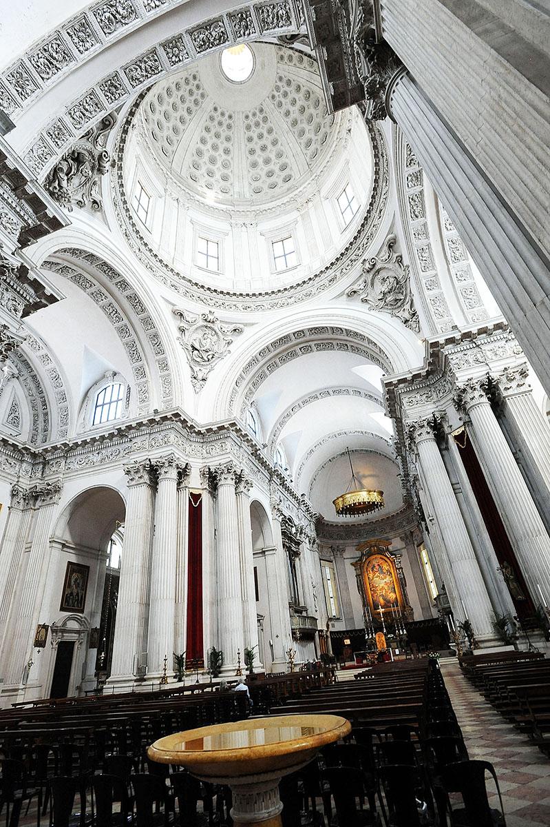 6. По размерам купола собор стоит на третьем месте в Италии после собора St. Peter в Риме и церкви S