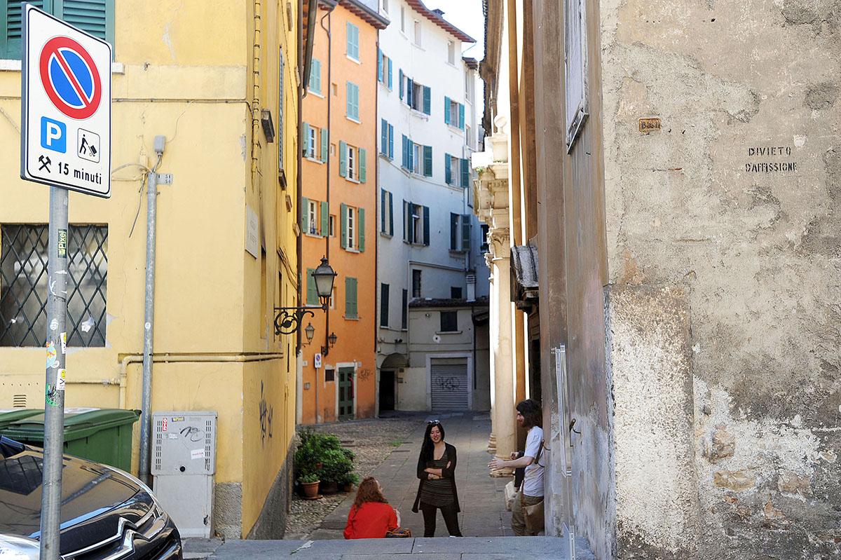 20. Отношение к жизни у итальянцев прекрасное — сесть на дороге, взять сигаретку (для бокала вина бы