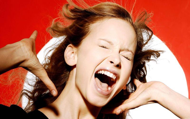 Источник: AdMe.ru 1. Что делать, если щекочет в горле Просто почешите ухо — вы простимулируете нервн