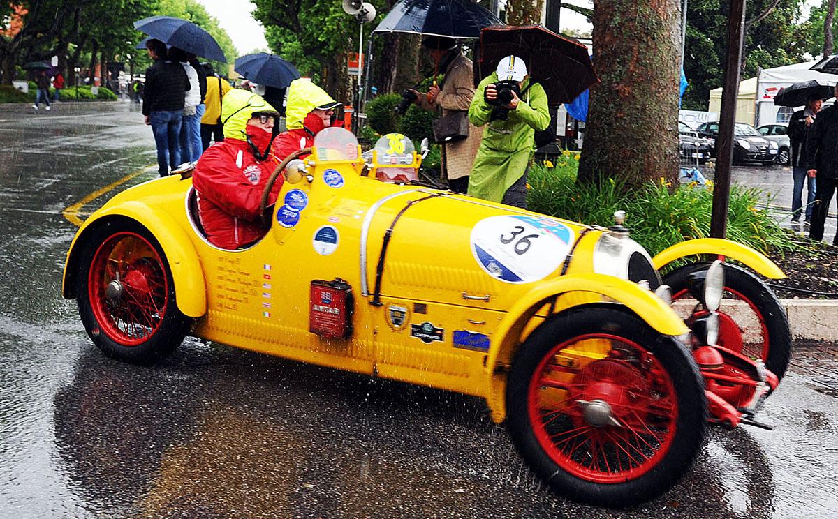 8. К участию в гонке Mille Miglia допускаются раритетные автомобили, выпущенные между 1927 и 1957 го