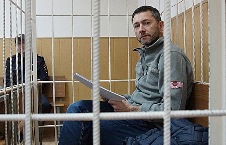 Суд оставил руководителя компании Вексельберга под арестом