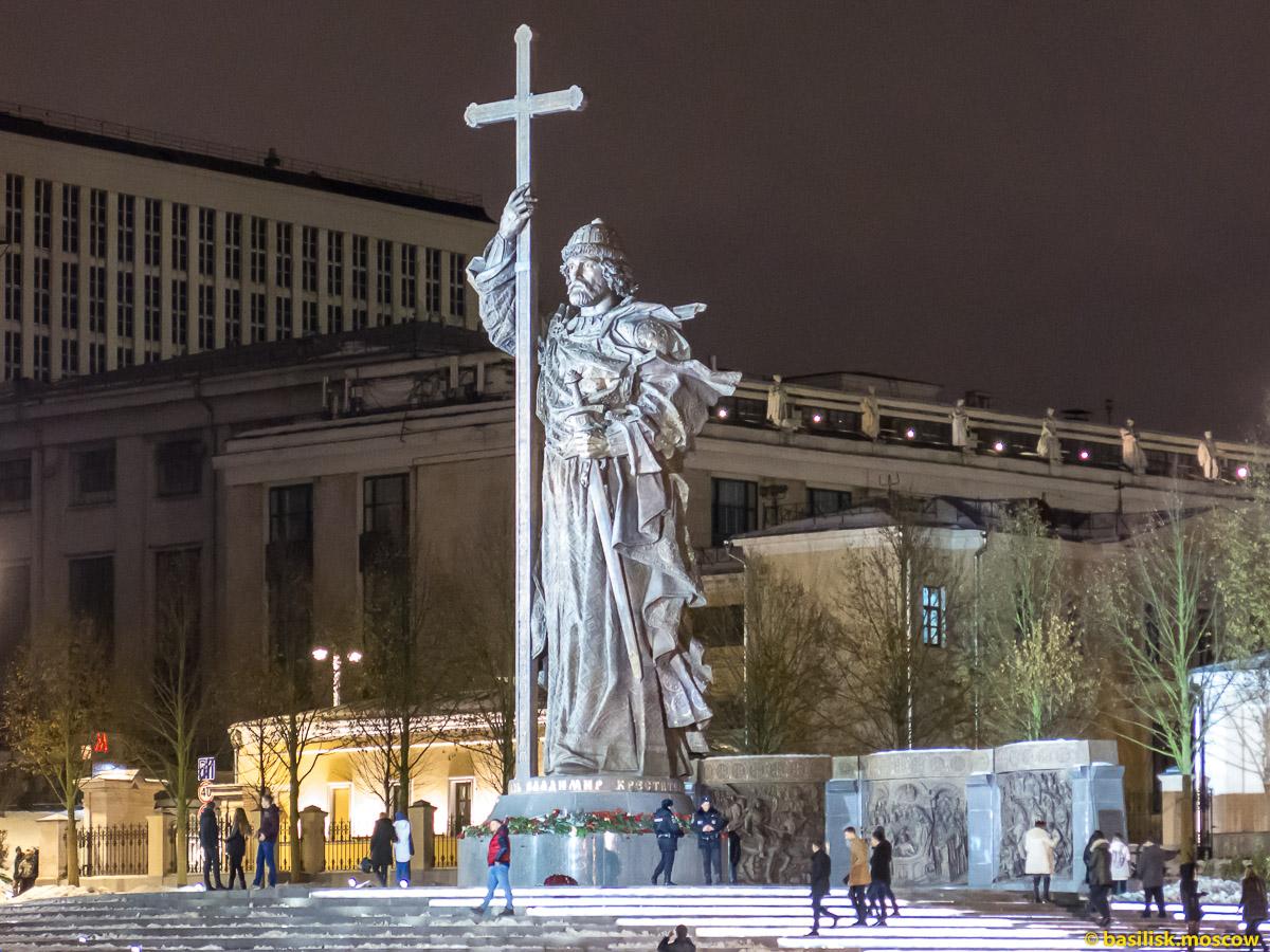 Памятник Владимиру на Боровицкой площади. Ноябрь 2016