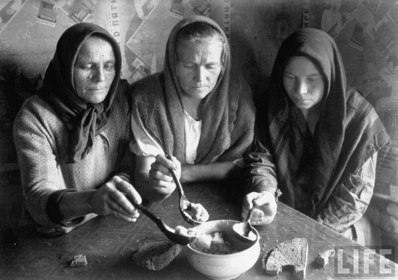 Russian Peasant women eating food from the same bowl.jpg