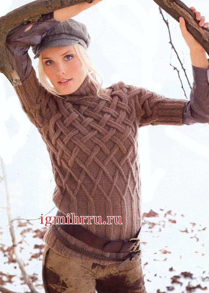 Светло-коричневый теплый пуловер с плетеным узором. Вязание спицами